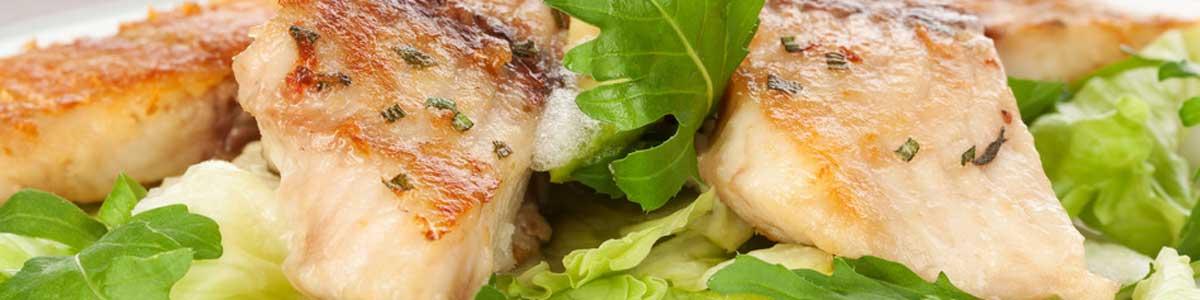 Fischfilet mit frischem Salat