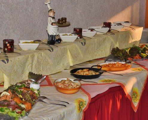 Kalte Speisen auf mediterranem Buffet